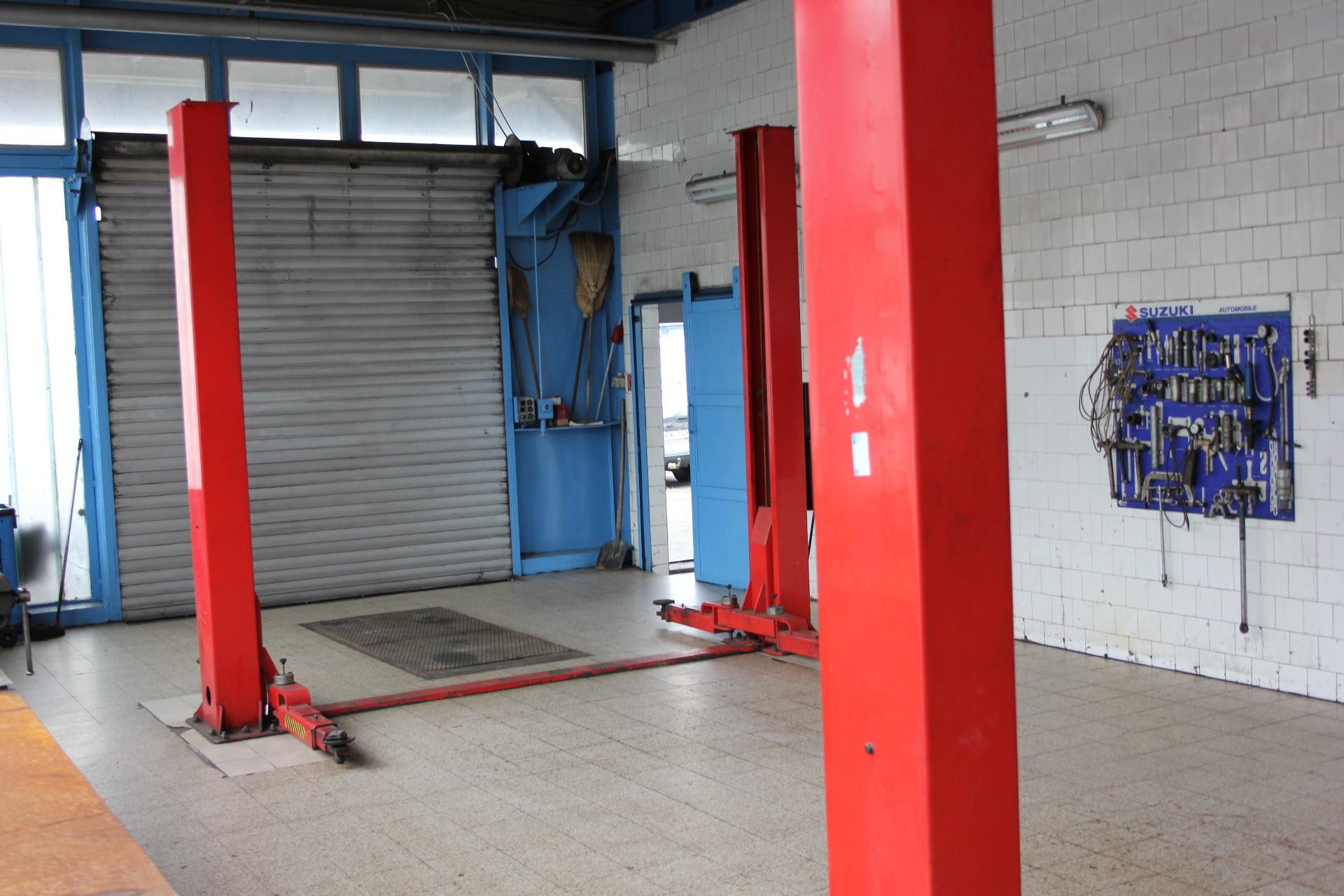 Autójavító műhely, kiadó, karosszériajavítás, karosszéria javítás, karosszéria javító, Pápa, kiadó műhelyek, Ferdi Autó